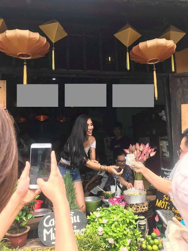 Bất ngờ với hình ảnh không thể ngờ của  Hoa hậu Tiểu Vy tại Hội An
