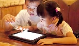 Bốn bước đơn giản không ngờ giúp mẹ cai nghiện smartphone cho con