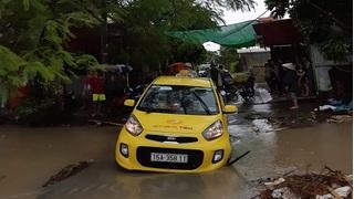 Lái xe taxi ở Hải Phòng mất tích khi đi qua cầu sau cơn mưa