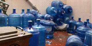 Nguy cơ nhiễm vi khuẩn cực nguy hiểm trong nước đóng bình không đảm bảo chất lượng