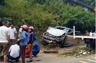 1 cảnh sát tử vong khi xe bán tải lao vào núi trên đường Hồ Chí Minh