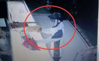Nghi án kẻ bịt mặt dùng súng cướp tiệm vàng ở Nam Định