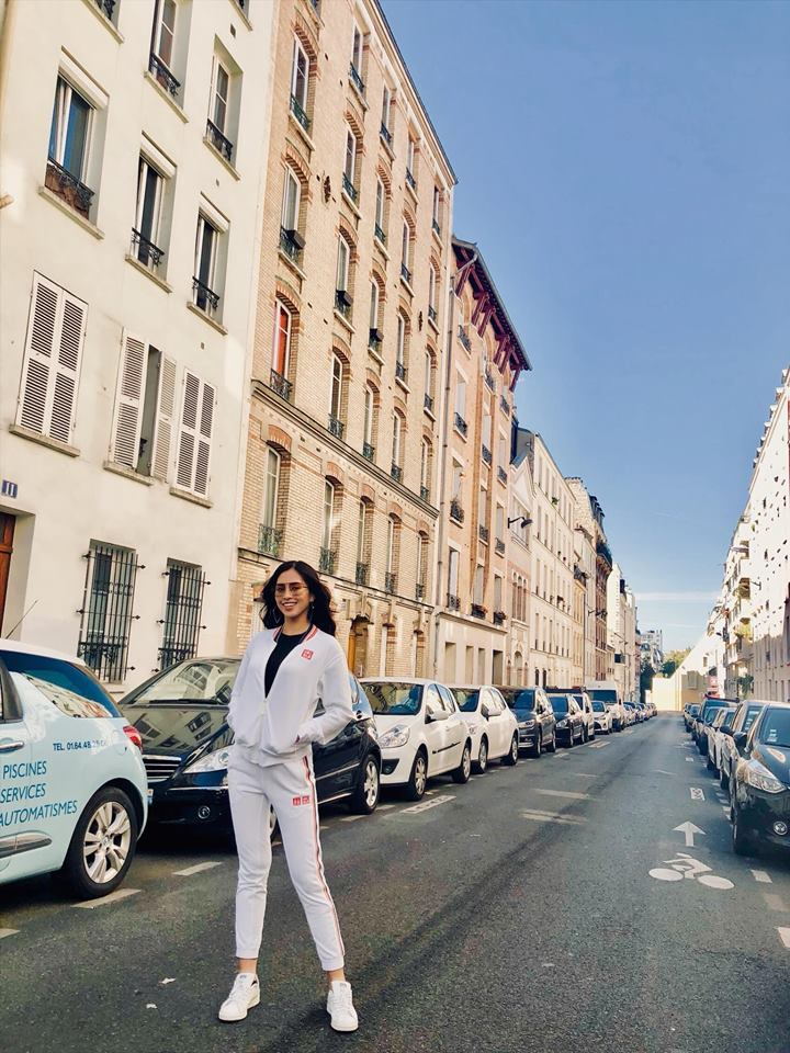Hoa hậu Trần Tiểu Vy đẹp rạng rỡ trên đất Pháp