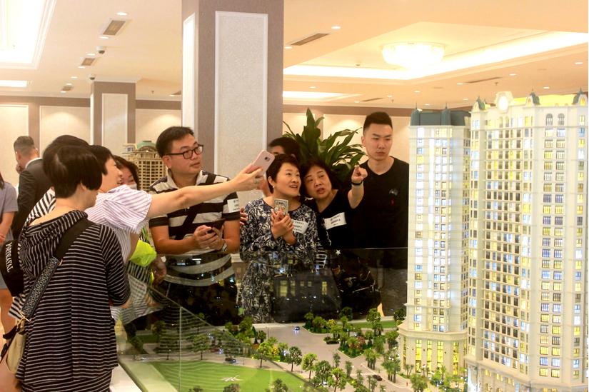 Sôi động lễ ký kết hợp đồng mua bán dự án D'. El Dorado II giữa chủ đầu tư Tân Hoàng Minh vànhững khách hàng ngoại quốc đầu tiên