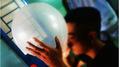 Hít gần 30 quả bóng cười một ngày, thanh niên phải nhập viện khẩn cấp