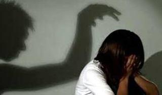'Yêu râu xanh' dụ dỗ bé gái 12 tuổi quan hệ ngay trong phòng ngủ của vợ chồng