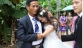 Loạt khoảnh khắc cô dâu khóc nức nở trong ngày cưới khiến nhiều chị em rưng rưng