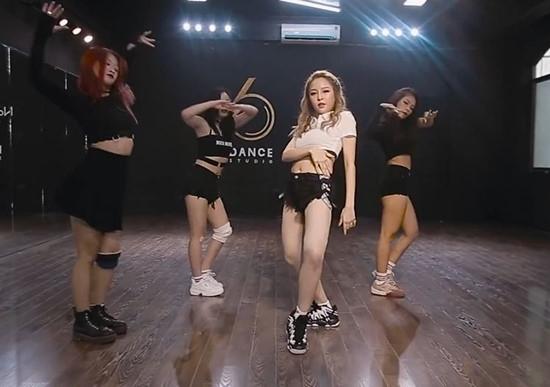 Nhảy lộ trọn vòng 3, hotgirl Trâm Anh nhận cơn mưa lời bình luận2