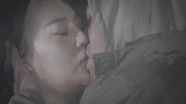 Fan tranh cãi gay gắt về nụ hôn vồ vập của Cảnh và Quỳnh búp bê2
