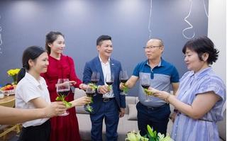 HLV Park Hang Seo cùng vợ nhận nhà mới tại Việt Nam