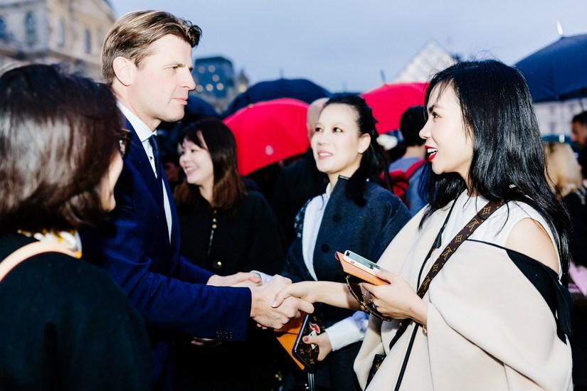 Một trong hai khách mời Việt Nam được Louis Vuitton mời tham dự tuần lễ thời trang Xuân Hè Paris là ai?
