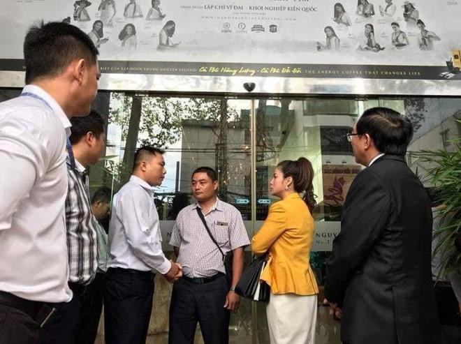 Tòa xử thắng, bà Lê Hoàng Diệp Thảo vẫn bị cấm bước vào trụ sở Trung Nguyên