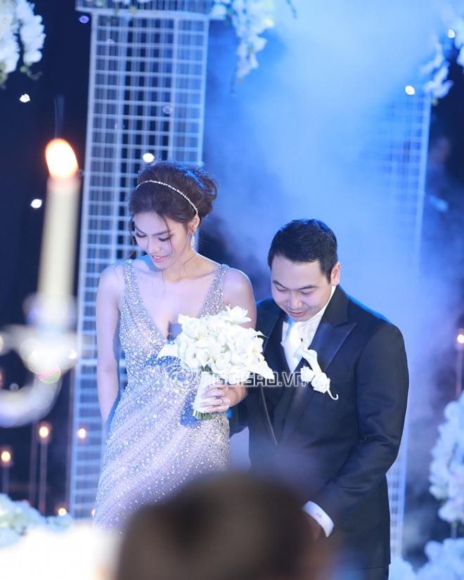 Cô dâu Lan Khuê gợi cảm hết mức trong ngày cưới thiếu gia John Tuấn Nguyễn