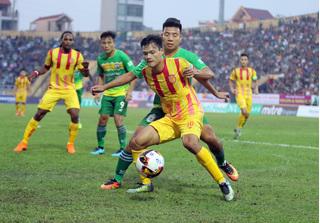 CLB Nam Định tự tin trụ hạng, Cần Thơ gặp khó