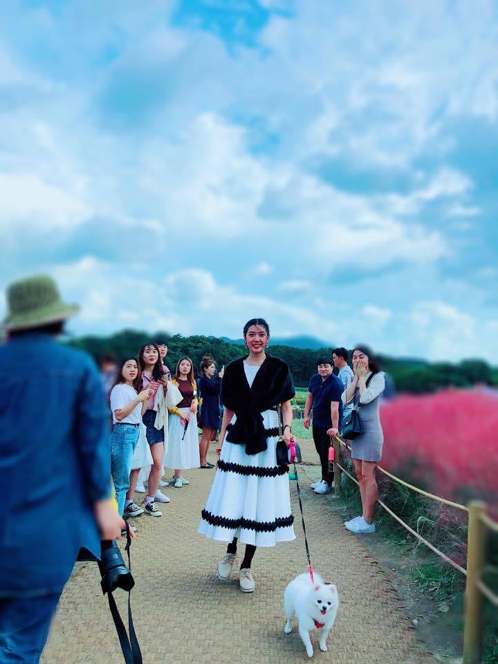 Mặc đám cưới Lan Khuê-John Tuấn Nguyễn, Thúy Vân khoe ảnh xinh đẹp một mình