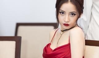 Mặc váy sexy, Chi Pu gọi mình là đoá hoa hồng xinh tươi
