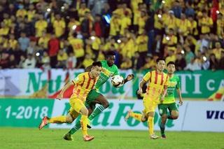 Cầu thủ Nam Định đón tin vui trước trận quyết đấu với Cần Thơ