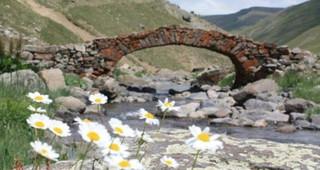 Cầu đá 300 năm tuổi biến mất một cách bí ẩn