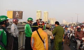 Đi Grab lên cầu Sài Gòn, người phụ nữ nhày xuống sông tự tử