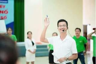 Người đàn ông truyền cảm hứng làm giàu cho hàng vạn phụ nữ Việt Nam