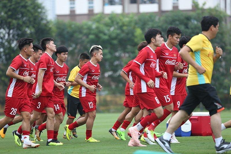 Đội tuyển Việt Nam có buổi tập đầu tiên chuẩn bị cho AFF Cup