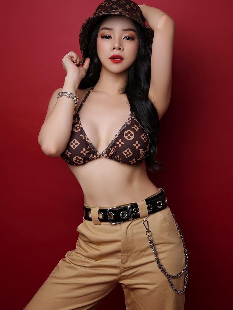 Cô nàng DJ Trương Tiểu My gợi cảm cuốn hút mọi ánh nhìn2