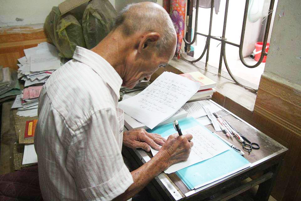 Cụ sinh viên 85 tuổi đang theo học ngành luật