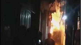 Bố tẩm xăng đốt nhà khiến con trai 6 tuổi bỏng nặng, bệnh viện trả về