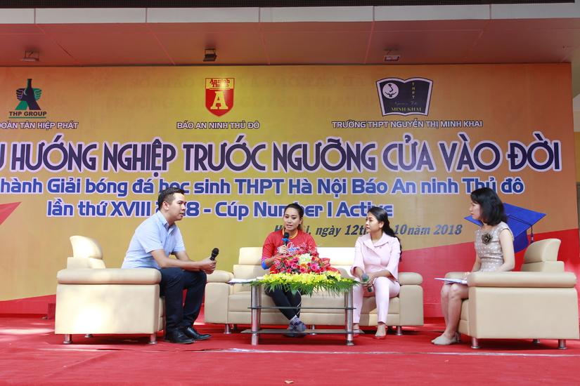 Phó TGĐ Tân Hiệp Phát Trần Uyên Phương giao lưu hướng nghiệp