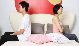 Tìm cảm hứng ái ân bằng cách giả vờ giận dỗi, vợ không lường được phản ứng lạ của chồng