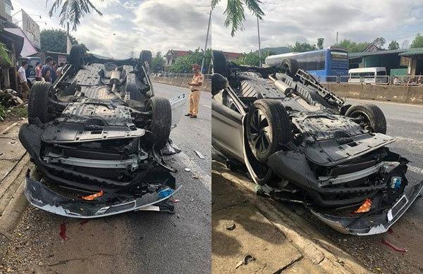 Ô tô lật ngửa bên đường, 1 người phụ nữ tử vong