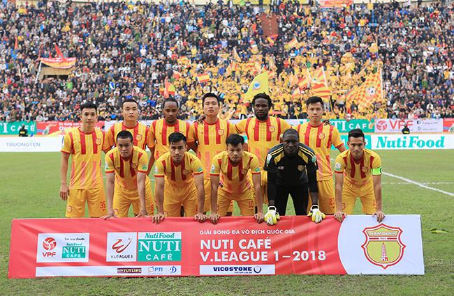 Nam Định nhận thưởng khi trụ hạng thành công