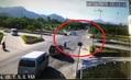 Clip: Thất kinh khoảnh khắc xe con đâm xe cứu thương, y tá bị hất văng ra ngoài