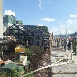 Sơn La: Thanh niên châm lửa thiêu rụi nhà mình rồi bỏ đi