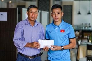 Đội tuyển Việt Nam tặng 250 triệu đồng cho đội tuyển nữ Việt Nam