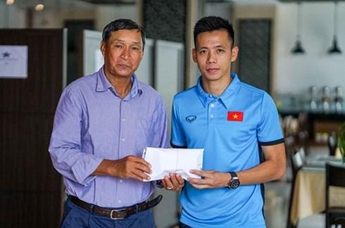 Đội tuyển Việt Nam tặng 250 triệu đồng cho ĐT nữ Việt Nam