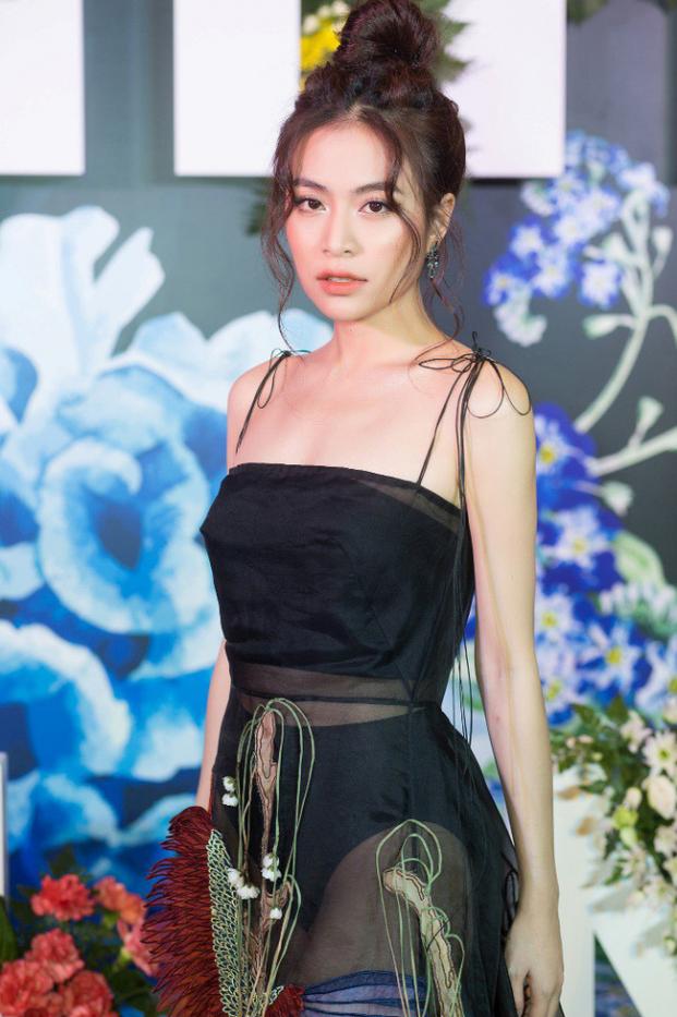 Hoàng Thùy Linh mặc xuyên thấu lộ rõ nội y khiến người xem bỏng mắt