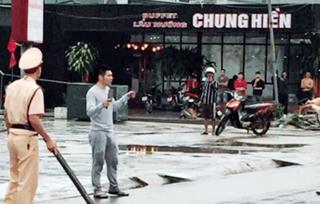 Quảng Ninh: Khống chế thanh niên ngáo đá, lăm lăm hai con dao giữa đường