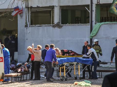 Xả súng trường học làm 18 người chết ở Crimea: Vì thầy cô độc ác?