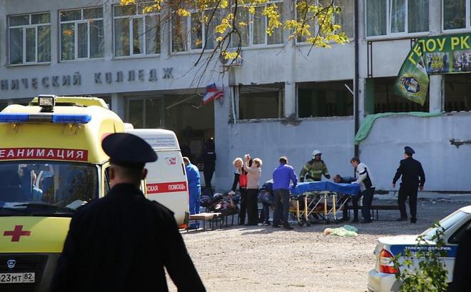 Xả súng trường học làm 18 người chết ở Crimea: Vì thầy cô?