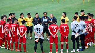 Tiền vệ nổi tiếng tuyển Việt Nam: 'Tôi sợ mình bị loại'