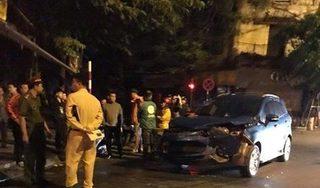 Hai ô tô của diễn viên 'Người phán xử' và cựu danh thủ Hồng Sơn tông trực diện giữa phố