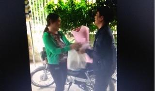 Clip: Lần đầu bố tặng hoa mẹ dịp 20/10 khiến dân mạng xúc động đến phút cuối