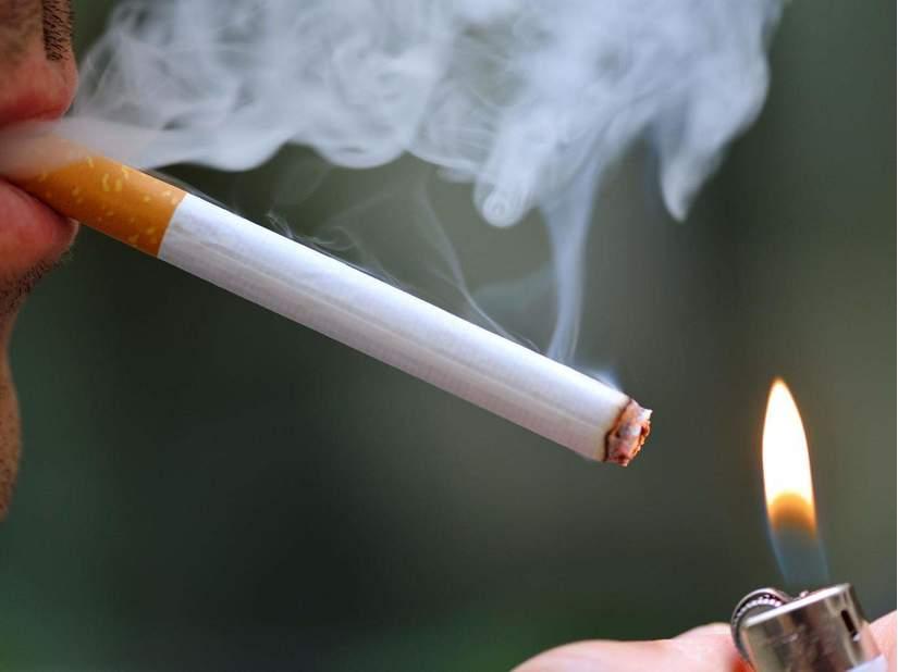 Chất tẩy vệ sinh có trong khói thuốc lá 2