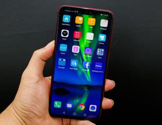 Smartphone camera kép, màn hình 6,5 inch đẹp long lanh tại Việt Nam giá bao nhiêu?