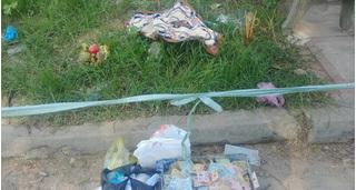 Phát hiện thi thể bé trai sơ sinh bên lề đường, miệng bị nhét giấy