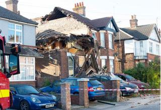 Không giành được tài sản với vợ sau ly hôn, chồng cho nổ tung căn nhà