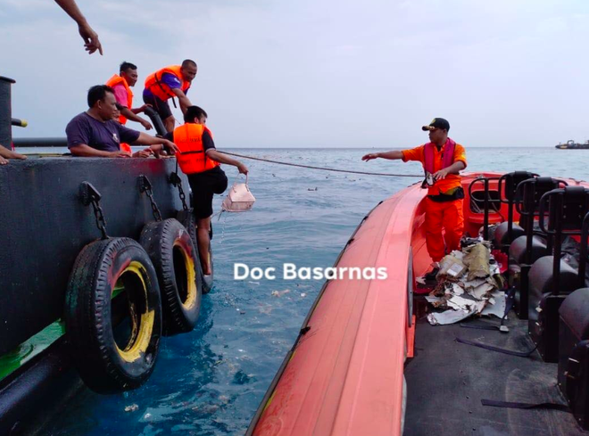 Máy bay Indonesia rơi mới dùng 2 tháng, 'thuộc dòng Boeing hiện đại nhất'