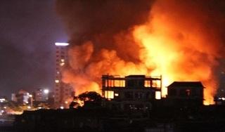 Hải Phòng: Hai kho chứa lốp ô tô cũ ở cảng Đình Vũ bốc cháy dữ dội