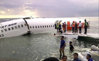 CLIP: Hiện trường máy bay Lion Air chìm dưới biển sâu hàng chục mét